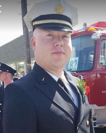 Seniors Honor Lieutenant Craig Pennell