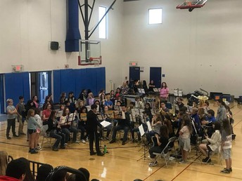 Analy Band Performs