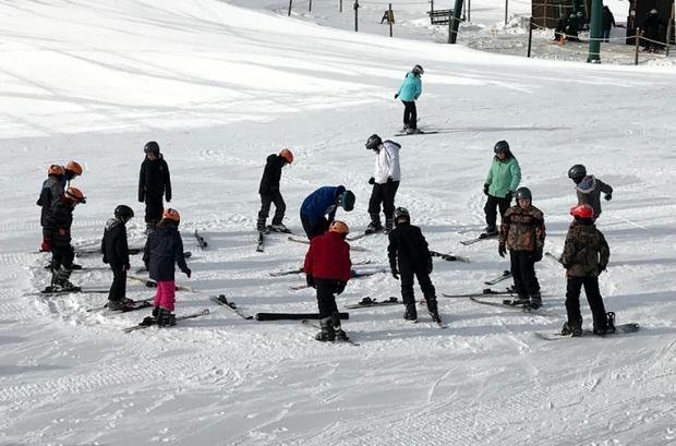 Students getting ski lessons at Mount Kato