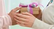 חלוקת מתנות וכסף לילדים