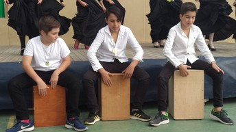 RUBÉN, ALBERTO Y J. ANTONIO ACOMPAÑANDO TOCANDO LOS CAJONES