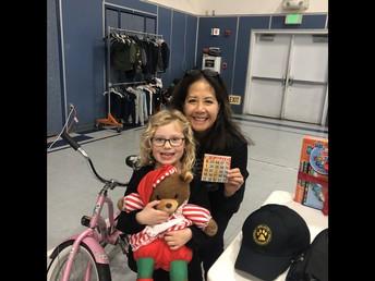 Subdirectora Leslie and a Happy BINGO Winner!!