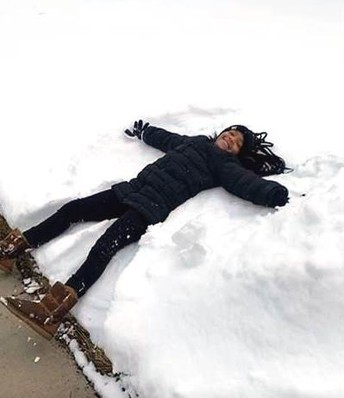 ...and making a snow angel 👼🏾