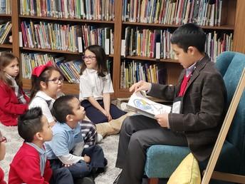 Jaden Barraza reading to library class
