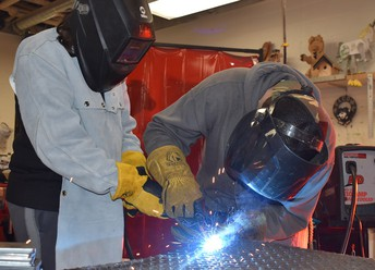 ktec welding demo at lakes middle