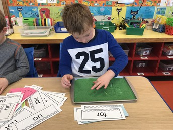 WRITING RAINBOW WORDS IN LITERACY CENTERS