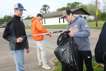 Key Club Helps Keep Lake Charles Beautiful