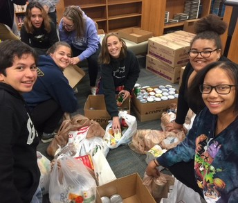 Students Volunteering for Thanksgiving Assistance Day