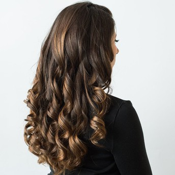 The Way to Curl Hair Beautifully Using Hot Rollers