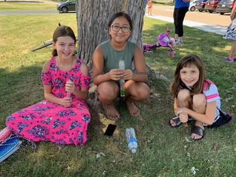 Enjoying popsicles under the tree with friends! What's better?!?