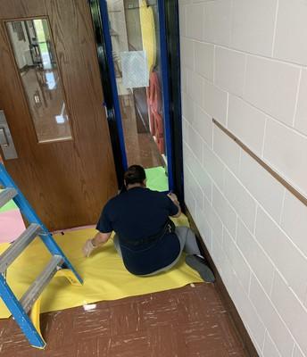Mrs. Castro making our door frames look sharp with a fresh coat of paint! / ¡La Sra. Castro hace que los marcos de nuestras puertas se vean bien con una nueva capa de pintura!