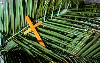 PALM SUNDAY: PARADE OF PALMS AND GIFTS