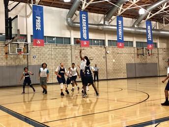 La victoria del baloncesto de varones contra Robinson