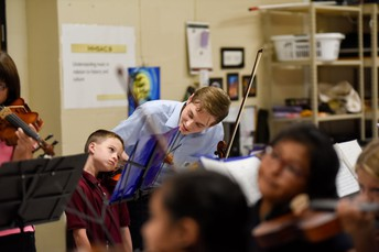 Nicholas Koebert teaching Putnam Strings