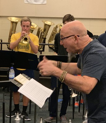 Jeff Coffin working with the LMHS Jazz Ensemble (Nick Dugo)