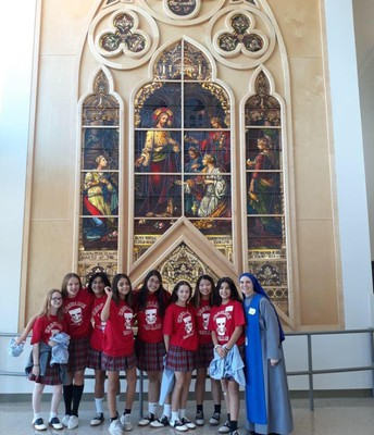 8th grade girls visiting Ursuline