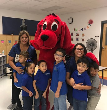 Ms. Silva's class posing with Clifford!
