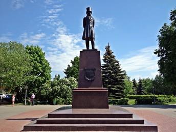Площадь Пушкина и памятник А.С. Пушкину