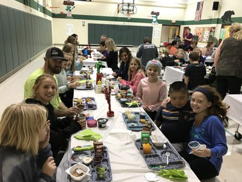 5th Grade Parents' Lunch Day