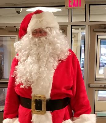 Santa visits Berlin Community School