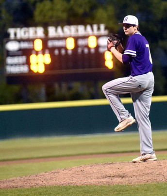 With Jake On The Mound, Bonham Warriors Shuts Out Leonard