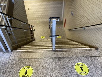 Oneway markers on stairs