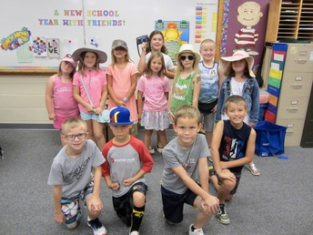Mrs. Clefisch's Class: Tourist Dress Up - Tuesday