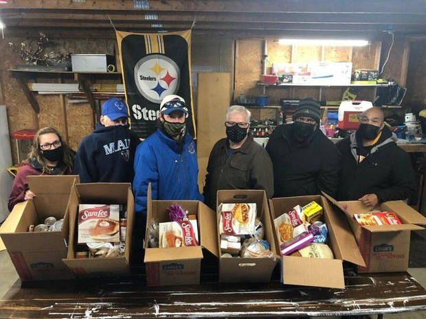 LSEA and Aramark with food donations. Photo credit: John D'Onofrio, Lockport Journal