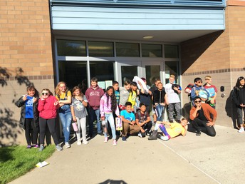 Mr. Quemada's class poses for a send off pic.