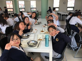 Eating with the Middle School