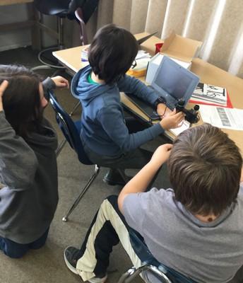 Vista Scholars Using Digital Microscopes