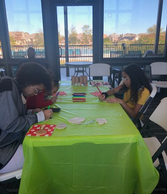 Fun holiday crafts were enjoyed by all!