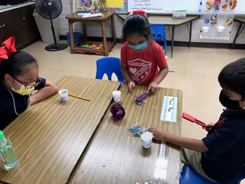 5th grader working with Pre-school student