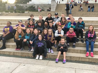 Mr. Schoenebeck's Class at Bottom of Lincoln Memorial