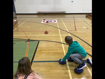 1/2F is curling too!