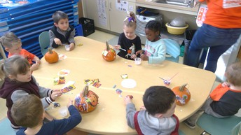 TOGETHER TO DECORATE PUMPKINS AND LISTEN TO A HALLOWEEN STORY!