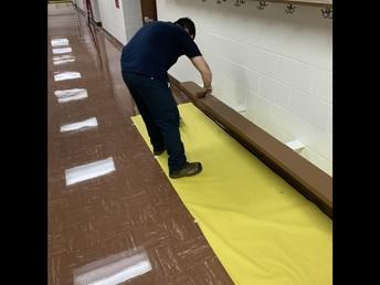 Mr. Shipp giving the benches a new coat of paint! / ¡Sr. Shipp dando a los bancos una nueva capa de pintura!