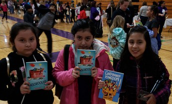 Jazmin, Natalie & Liz waited to get their books autographed!