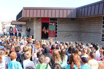 Cypress Elementary  presenta nuevo MakerSpace en la cinta ceremonia de corte