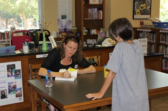 Author Kelly Barnhill meet with F.AVE 5th graders.