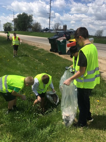 We are very proud of our 8th grade students!! They spent an afternoon being good environmental citizens cleaning up Hwy 18! Way to go, Panthers!
