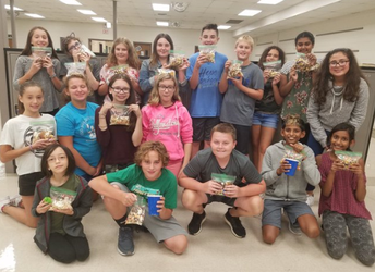 Foodies Club Makes Friendship Snack Mix