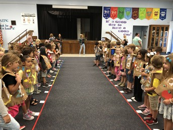Kindergarten-Letter Vest Fashion Show