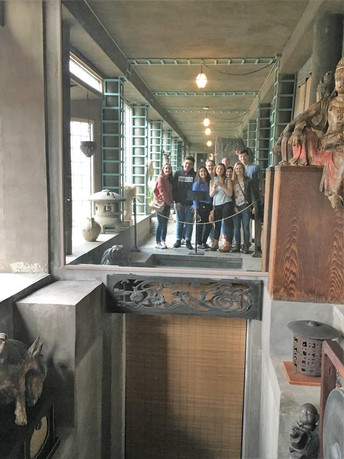 Students visit museums for visual analysis