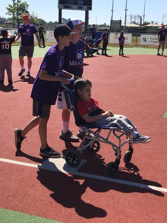 SH Students Volunteer at the Miracle League Games
