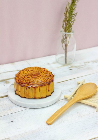 Photo of Mooncake on table with wooden spoon