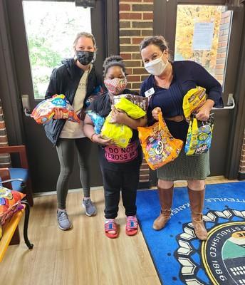 Kappa Kappa Gamma donates candy