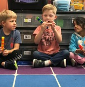 Kindergarten making cube trains with repeating patterns