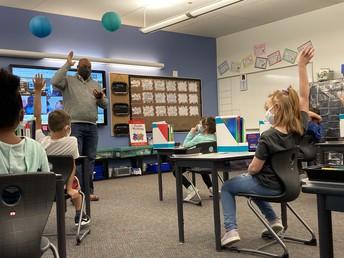 Gresham Mayor Travis Stovall visits Mrs. Snodgrass' Class