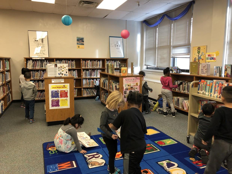 Kindergarteners practicing using shelfmarkers